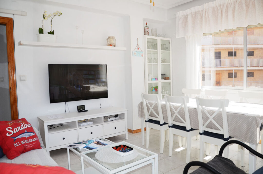 Lvingroom with flatscreen cable-tv and a white coffee table.